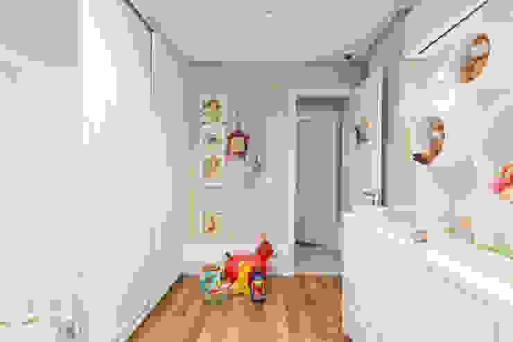 DORMITÓRIO BEBÊ 04 Pura!Arquitetura Quarto infantil minimalista de madeira e plástico Branco