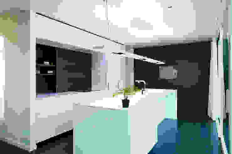House WR Minimalistische keukens van Niko Wauters architecten bvba Minimalistisch