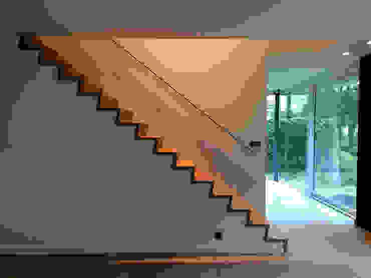 house JV-K Niko Wauters architecten bvba Pasillos, vestíbulos y escaleras de estilo minimalista
