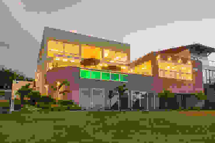 arqMULTI Casas de estilo minimalista