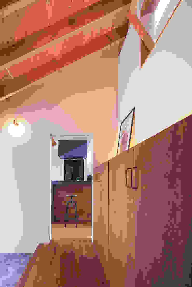 和泉の家 オリジナルスタイルの 玄関&廊下&階段 の nobuyoshi hayashi オリジナル