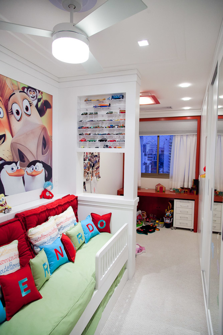 Ana Levy | Arquitetura + Interiores Modern nursery/kids room Multicolored