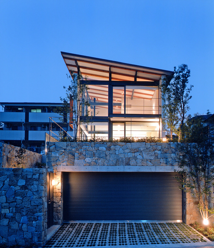 Moderne huizen van 株式会社 小林恒建築研究所 Modern