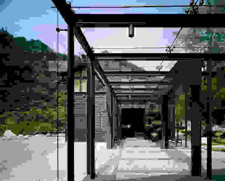 芦屋川むら玄 株式会社 小林恒建築研究所 和風の 玄関&廊下&階段
