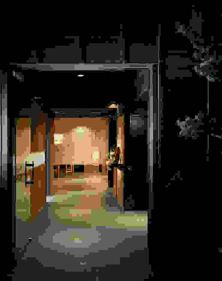 株式会社 小林恒建築研究所 Corredores, halls e escadas asiáticos