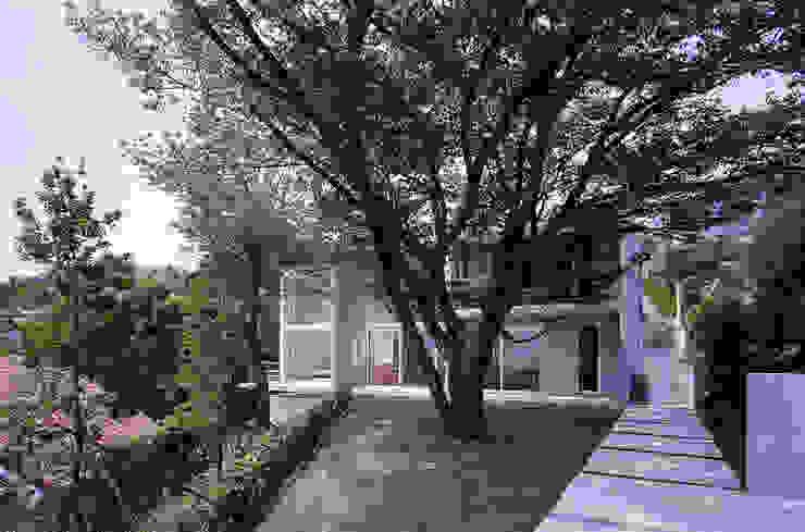 平井山荘の家: 株式会社  小林恒建築研究所が手掛けた家です。,モダン