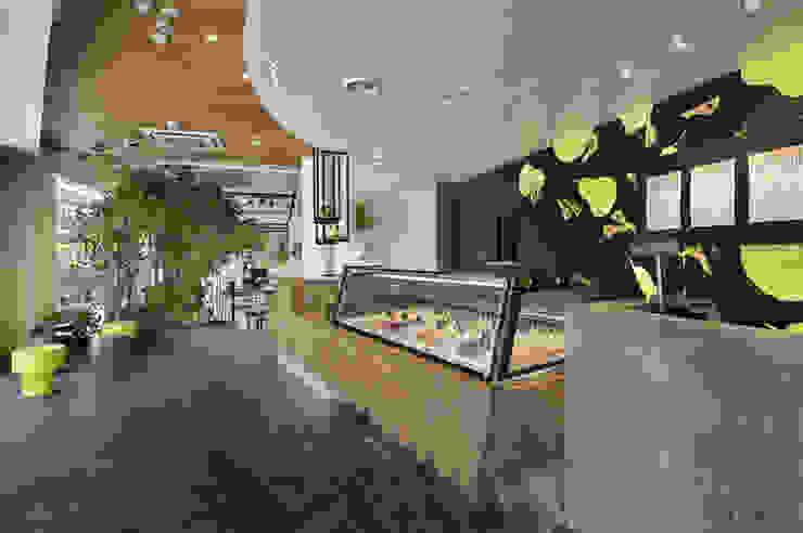 TENOHA daikanyama PALETAS + SI・EMPRE cafe オリジナルなレストラン の IN CO.,LTD オリジナル