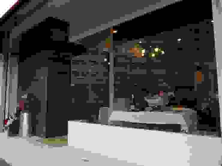 レストラン 外観 モダンなレストラン の 空間設計カラー店舗設計事務所 モダン ガラス