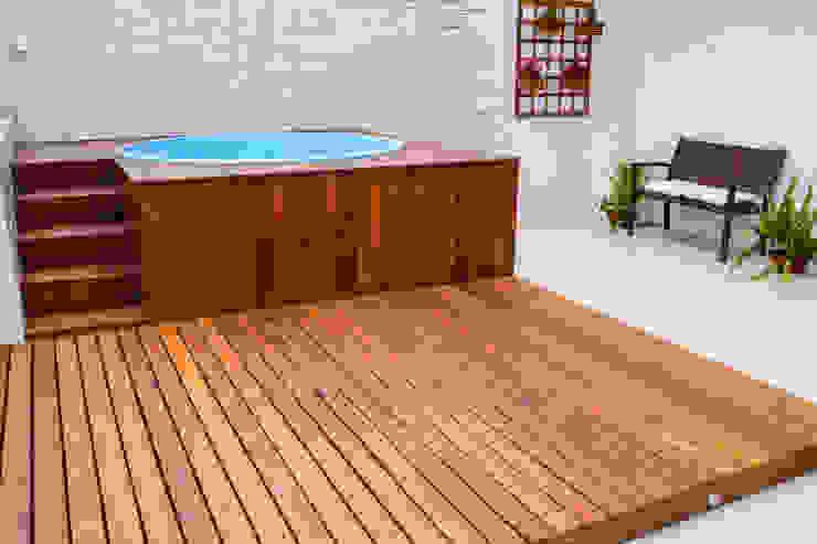 Piscinas de estilo moderno de Millena Miranda Arquitetura Moderno Madera Acabado en madera