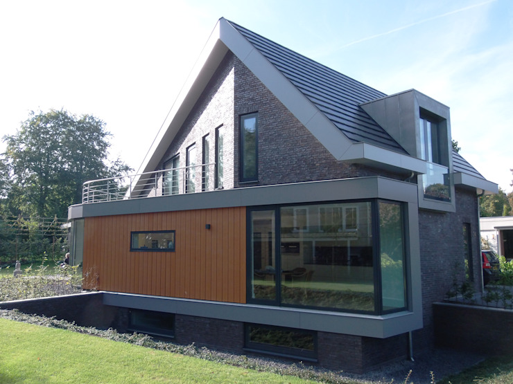 Houses by ir. G. van der Veen Architect BNA, Modern