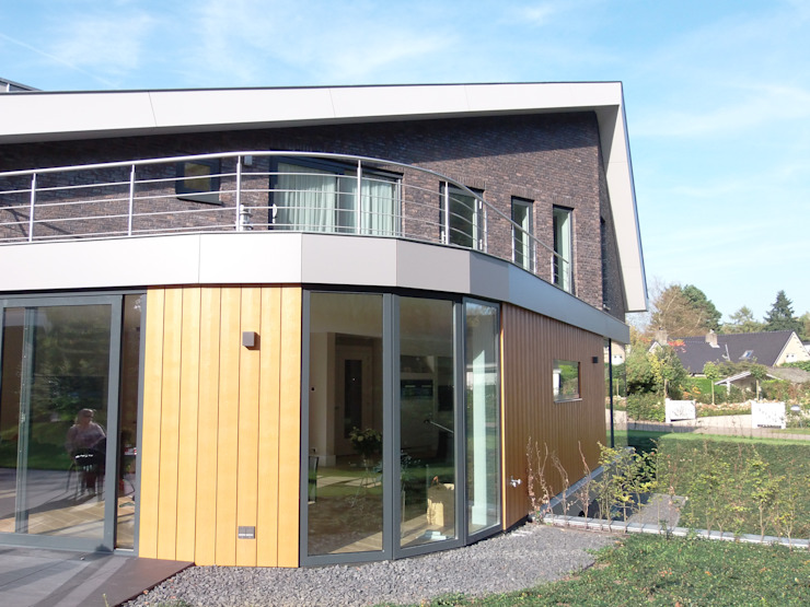 Modern home by ir. G. van der Veen Architect BNA Modern
