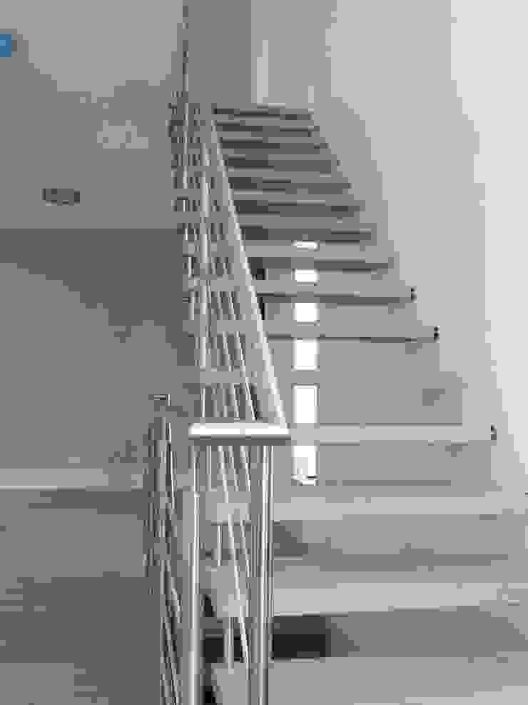 Modern Corridor, Hallway and Staircase by ir. G. van der Veen Architect BNA Modern
