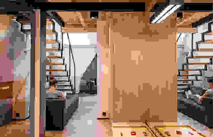 Hol wejściowy Nowoczesny korytarz, przedpokój i schody od Bartek Włodarczyk Architekt Nowoczesny