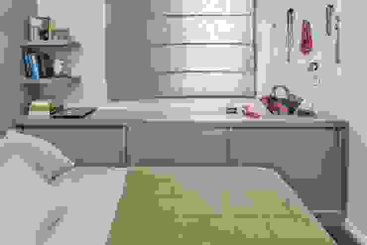 Camera da letto in stile classico di Alma em Design Classico