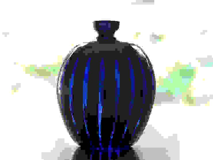 ren kasane 花器: ヒロイグラススタジオが手掛けた現代のです。,モダン