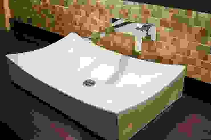 Detalle Baño de Huéspedes. Baños de estilo clásico de MARECO DESIGN S.A.S Clásico