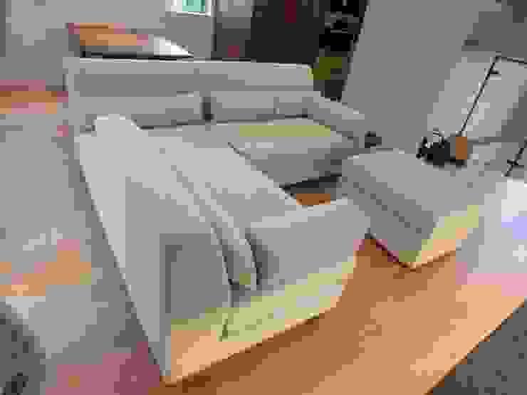Cushion: (株)工房スタンリーズが手掛けた現代のです。,モダン 合成繊維 ブラウン