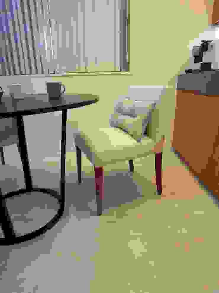 Marilyn chair: (株)工房スタンリーズが手掛けた現代のです。,モダン 麻/リネン ピンク