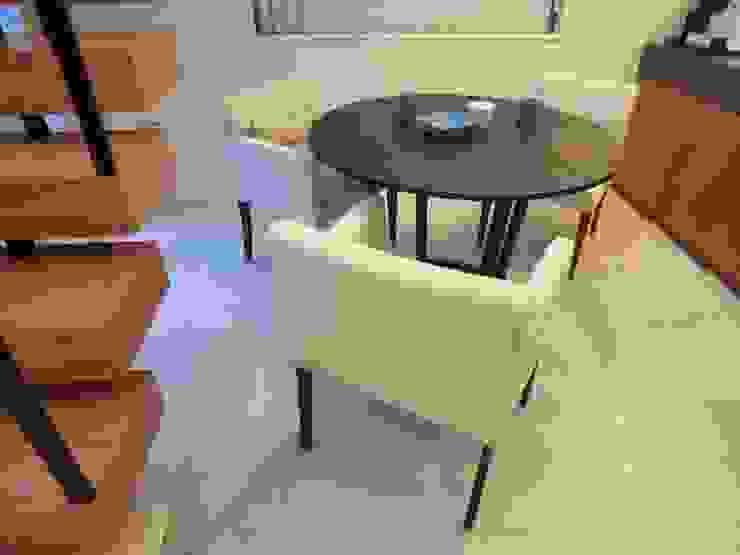 Marilyn Arm chair +chair: (株)工房スタンリーズが手掛けた現代のです。,モダン 麻/リネン ピンク