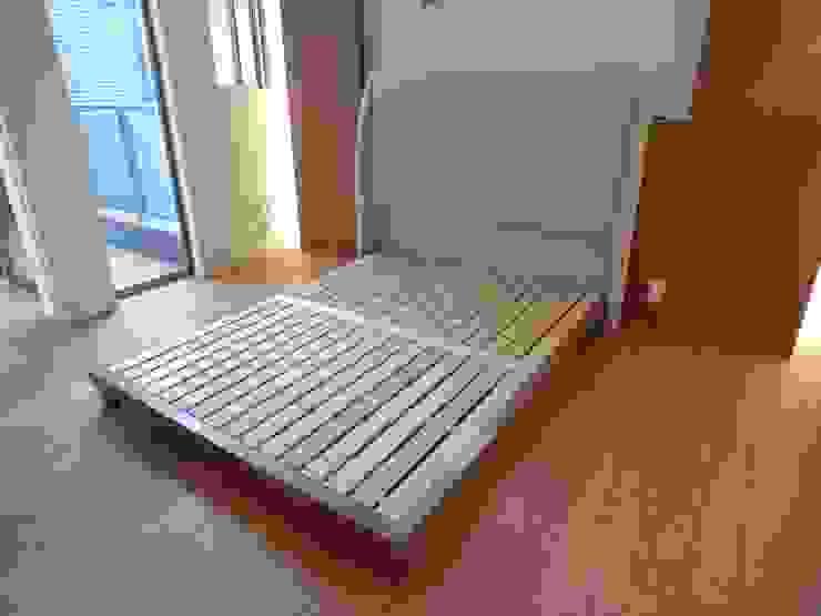 bed+Head board: (株)工房スタンリーズが手掛けた現代のです。,モダン 無垢材 多色