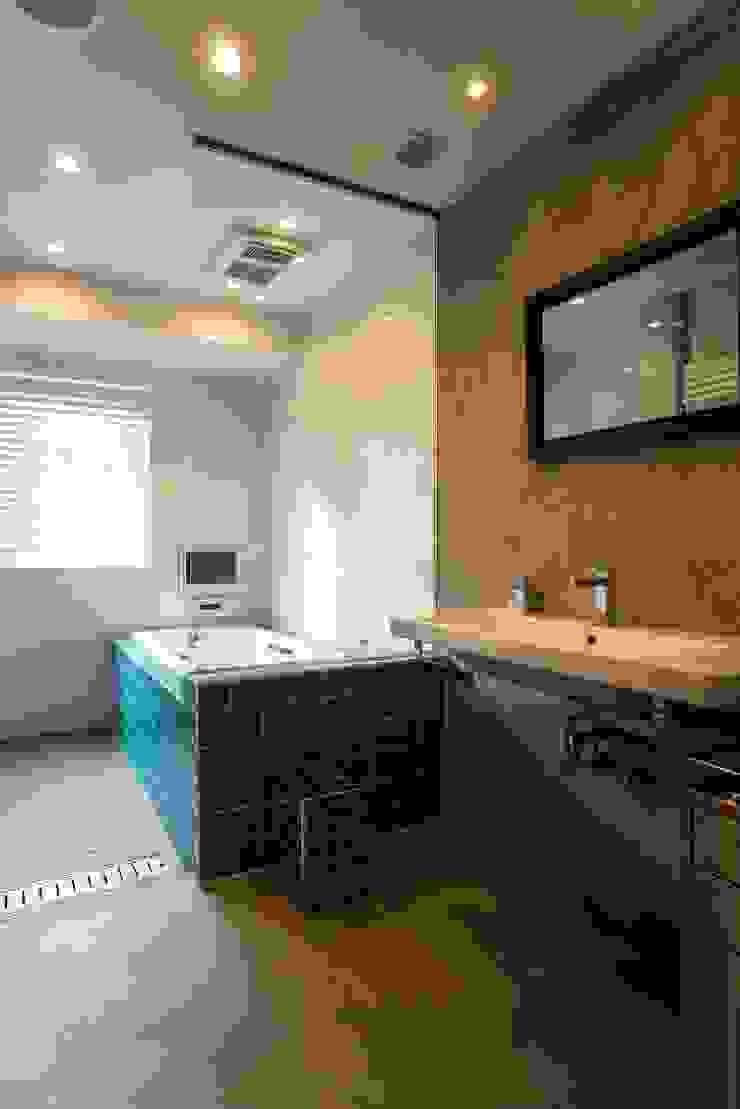 サニタリー・バスルーム モダンスタイルの お風呂 の QUALIA モダン