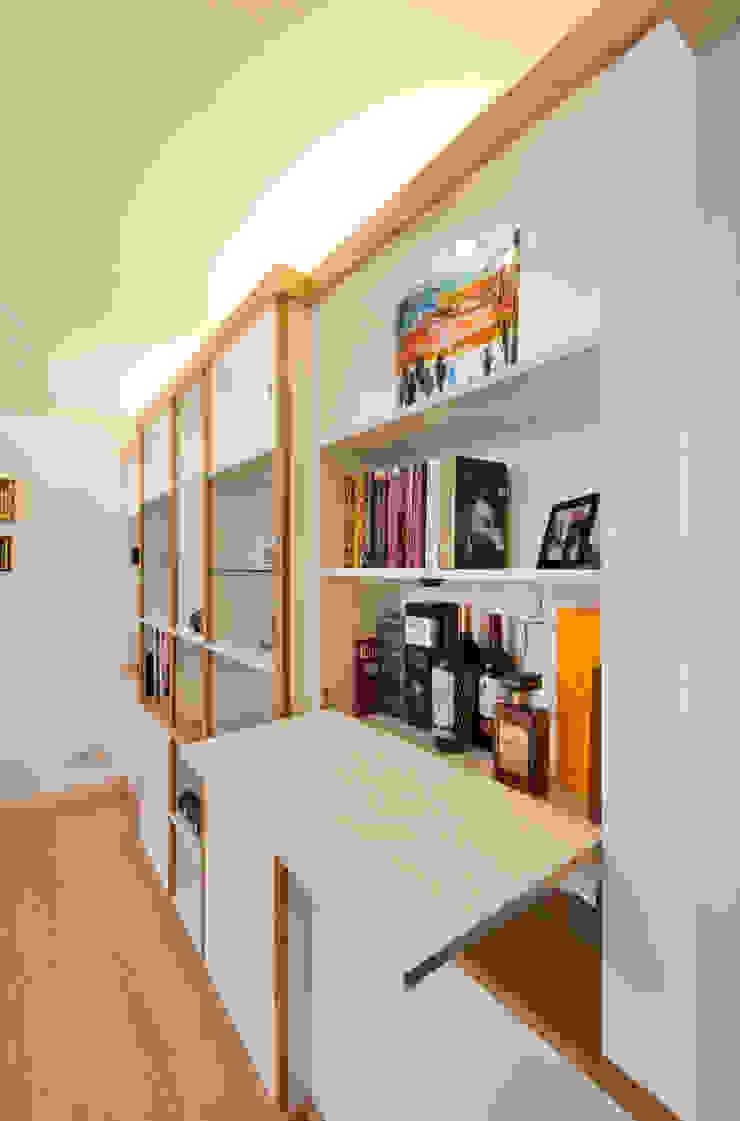 Break Front Cupboards & Shelving - Detail Modern living room by Martin Greshoff Furniture Modern Wood Wood effect