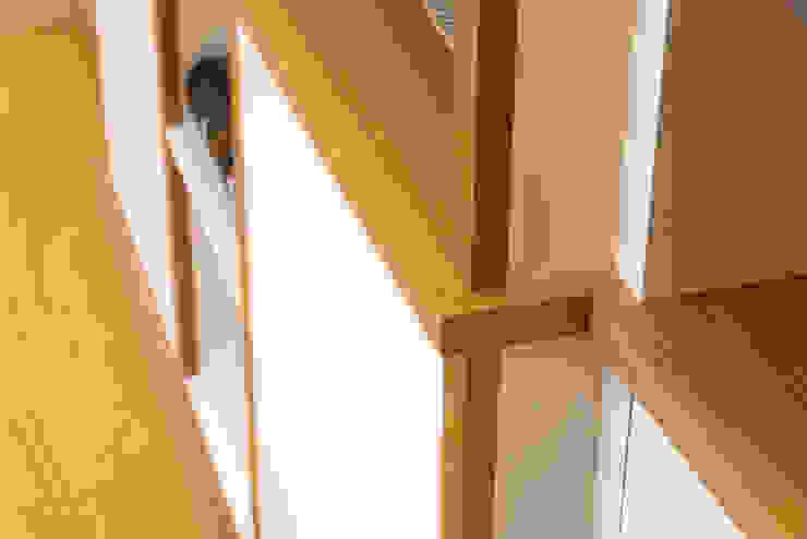 Break Front Cupboards & Shelving - Detail Modern living room by Martin Greshoff Furniture Modern