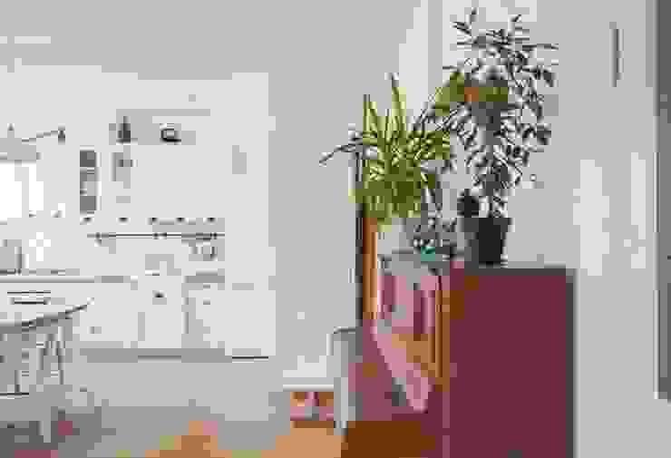Дизайн квартиры в скандинавском стиле Гостиная в скандинавском стиле от Mebius Group Скандинавский