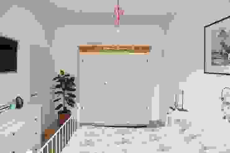 Дизайн квартиры в скандинавском стиле Спальня в скандинавском стиле от Mebius Group Скандинавский