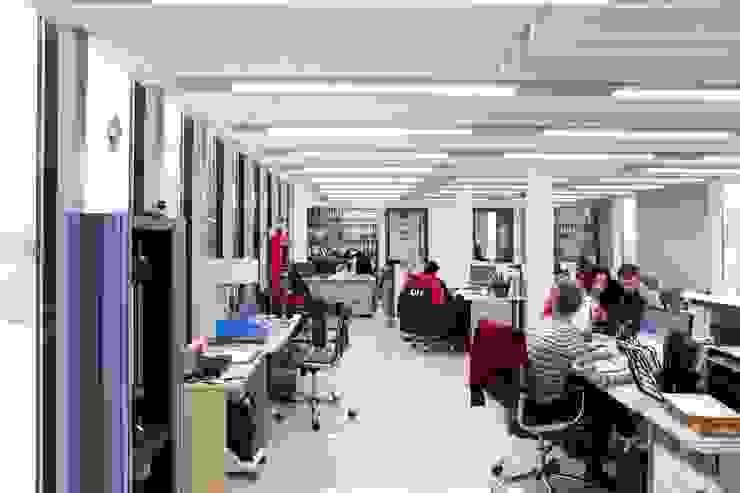 Проект интерьера для лаборатории завода <q>СМИТ</q> Офисные помещения в стиле минимализм от Mebius Group Минимализм