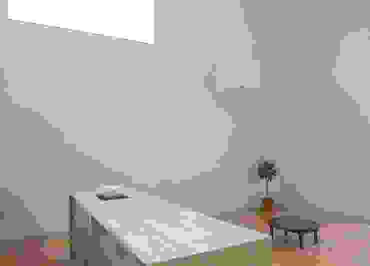 恵庭の住宅 北欧スタイルの 壁&床 の 工藤智央建築研究所 北欧 木 木目調