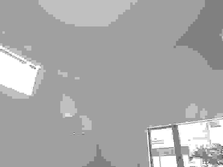 恵庭の住宅 北欧デザインの リビング の 工藤智央建築研究所 北欧 紙