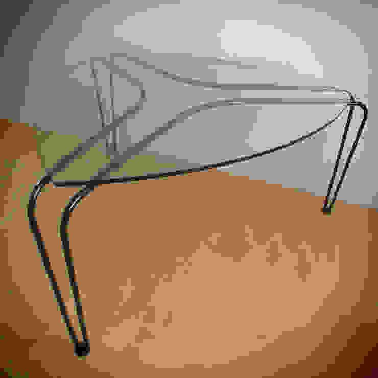 ストリング・テーブル: 工藤智央建築研究所が手掛けた現代のです。,モダン ガラス