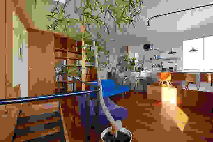Salas de estilo  por アーキライン一級建築士事務所
