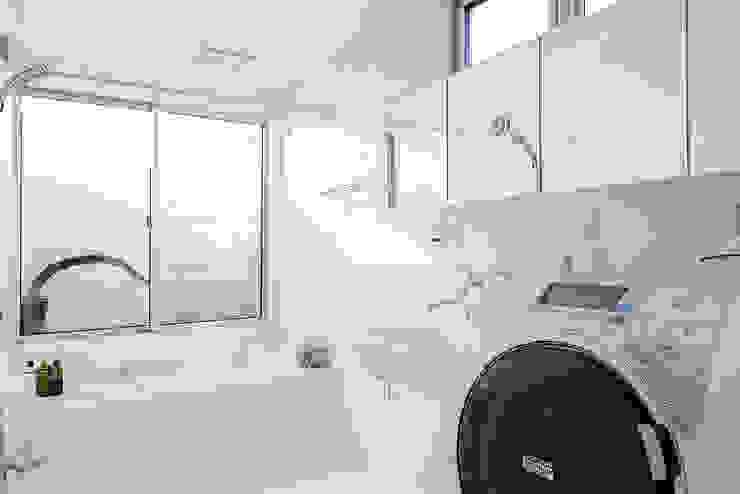 HOUSE S モダンスタイルの お風呂 の アーキライン一級建築士事務所 モダン