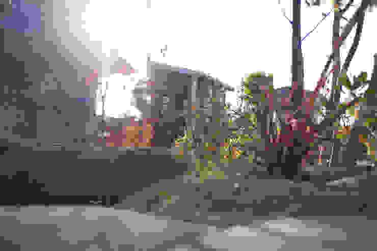 ハウスbetweenデッキの庭 - 写真10: 平山庭店が手掛けた折衷的なです。,オリジナル