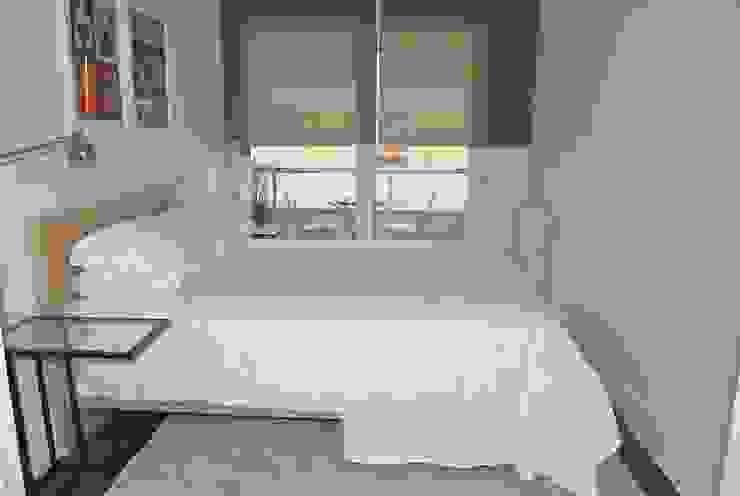 REFORMA Y DECORACIÓN DE UN APARTAMENTO A CAPRICHO EN PLENO CENTRO DE SAN SEBASTIAN Dormitorios de estilo moderno de EKIDAZU Moderno
