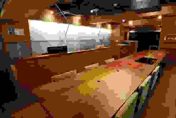ミーティングテーブル&ダイニングテーブル ミニマルデザインの キッチン の ミズタニ デザイン スタジオ ミニマル