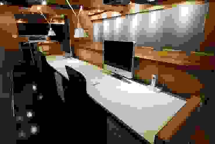 ミズタニ デザイン スタジオ+水谷邸 ミニマルデザインの 書斎 の ミズタニ デザイン スタジオ ミニマル 木材・プラスチック複合ボード
