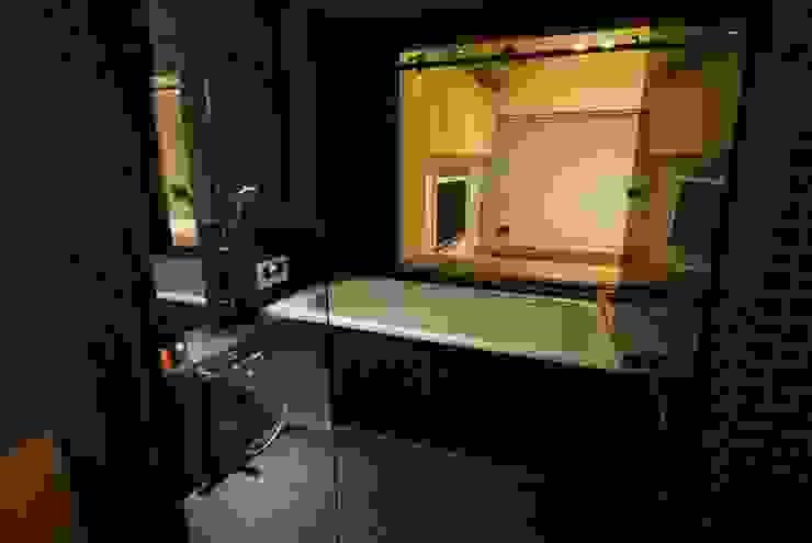 浴室: ミズタニ デザイン スタジオが手掛けた浴室です。,ミニマル タイル