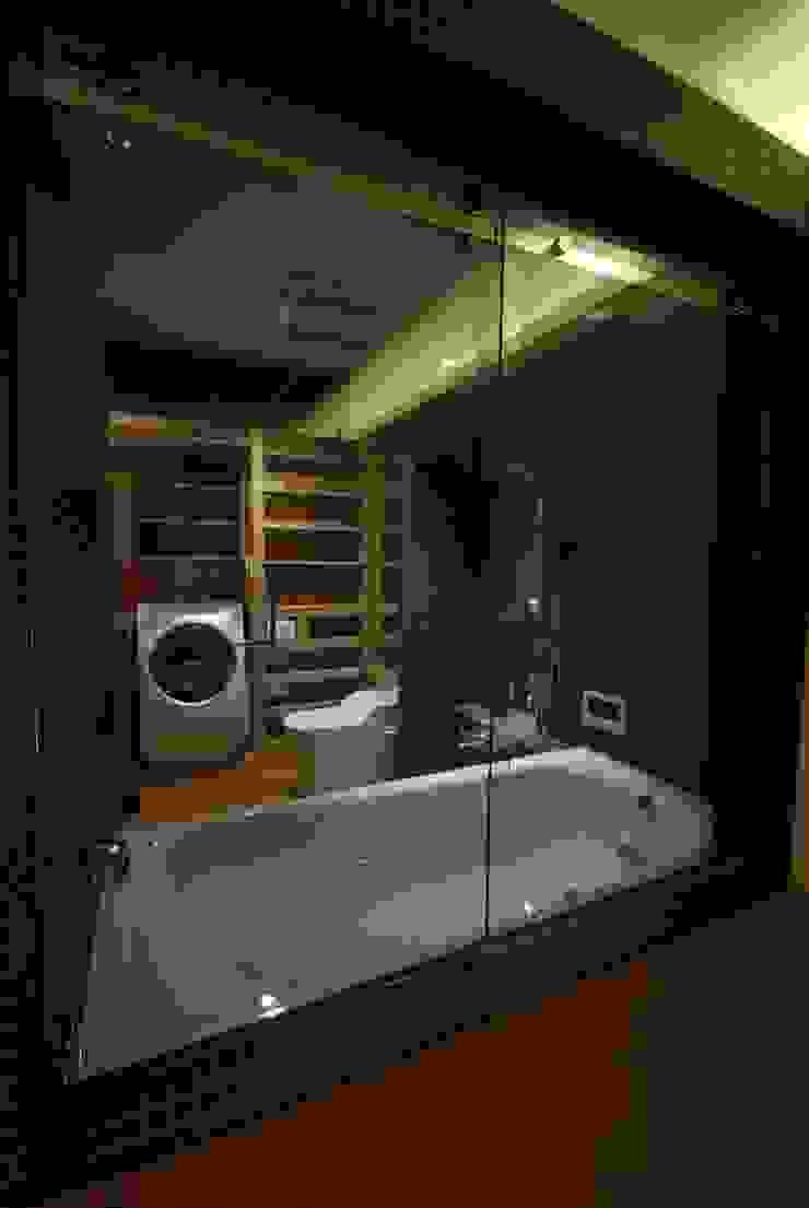 浴室 ミニマルスタイルの お風呂・バスルーム の ミズタニ デザイン スタジオ ミニマル
