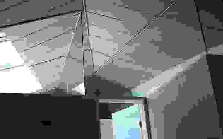 세자매 하우스 모던스타일 복도, 현관 & 계단 by 예공건축 모던