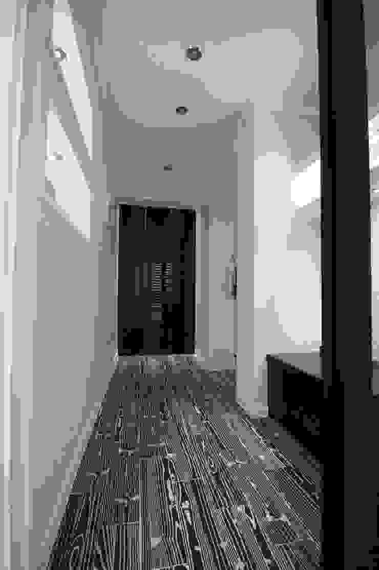정왕동 32평 블랙&화이트 인테리어 모던스타일 미디어 룸 by Old & New Interior 모던