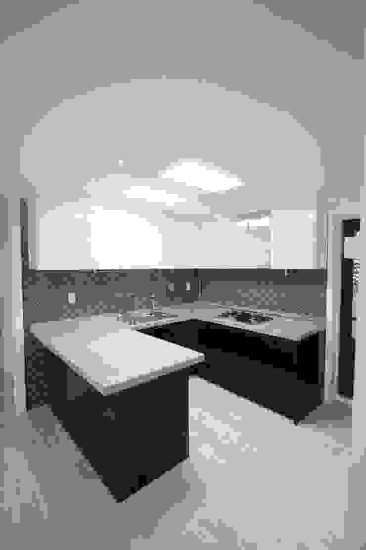 정왕동 32평 블랙&화이트 인테리어 모던스타일 다이닝 룸 by Old & New Interior 모던