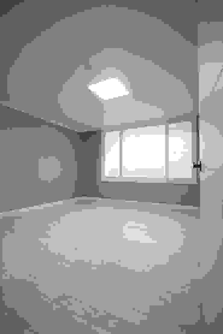 정왕동 32평 블랙&화이트 인테리어 모던스타일 침실 by Old & New Interior 모던