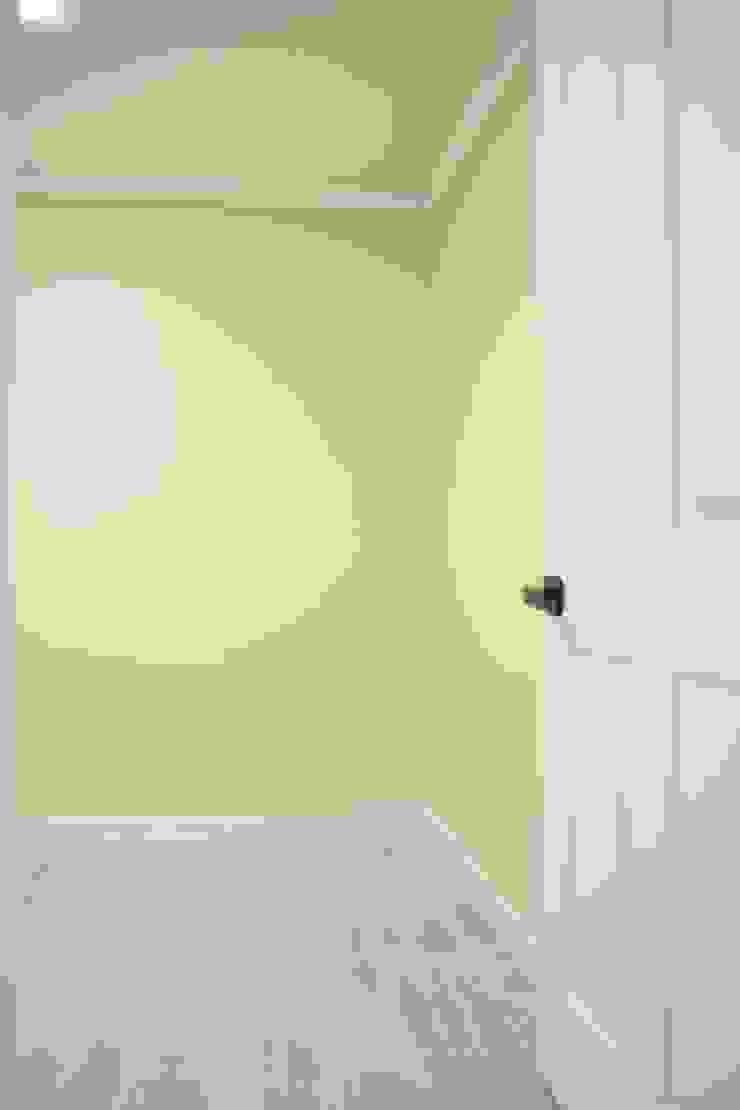 정왕동 한일 아파트 21평 블랙&화이트 인테리어 모던스타일 침실 by Old & New Interior 모던