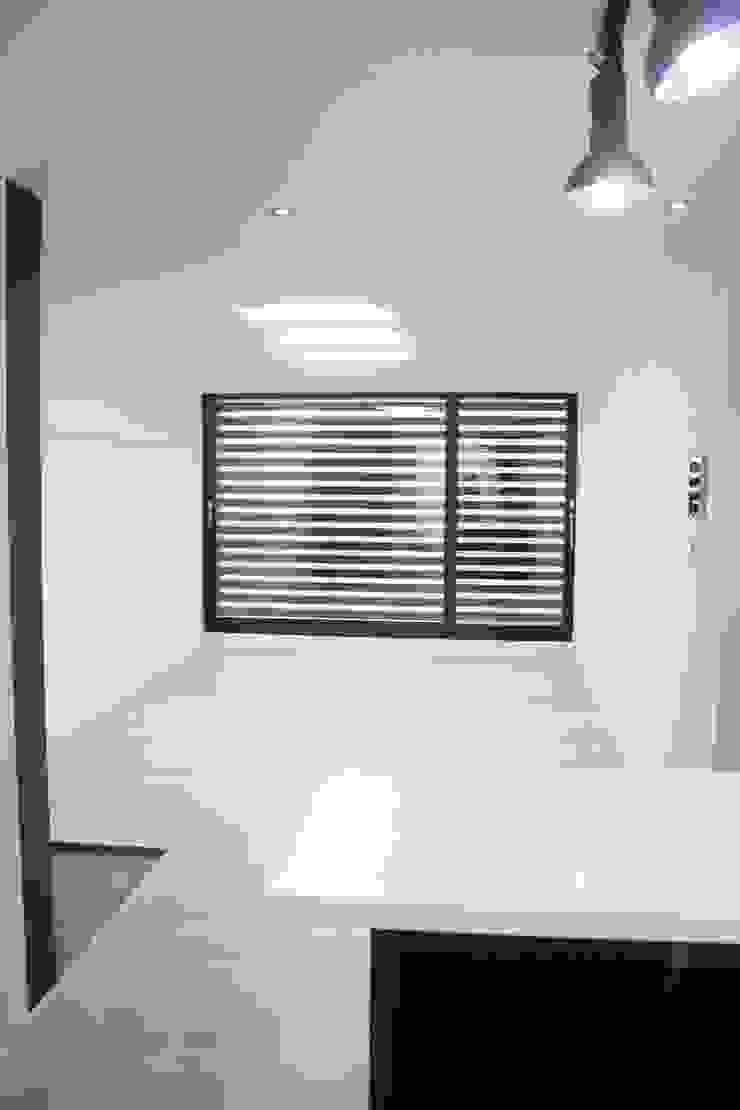정왕동 한일 아파트 21평 블랙&화이트 인테리어 모던스타일 거실 by Old & New Interior 모던