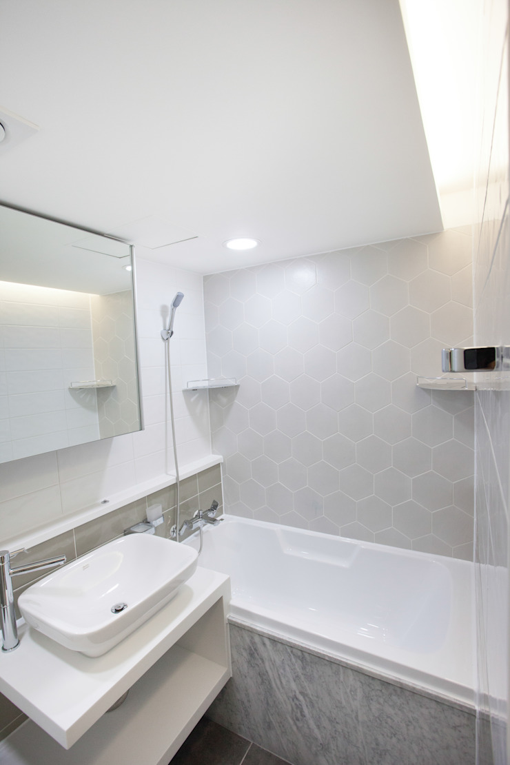 Modern bathroom by make ain Modern