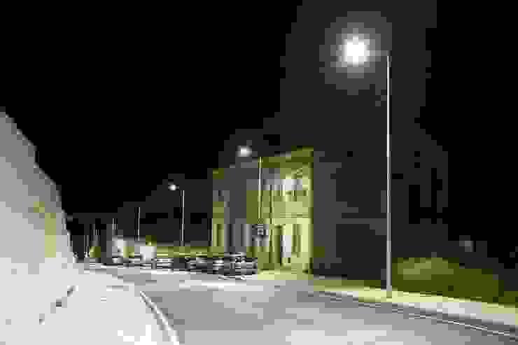 Estrada da Estação, Santarém – Qualidade que se paga a si própria Espaços comerciais modernos por Aura Light Moderno