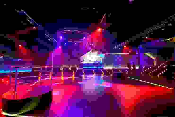 Bar & Club moderni di ruiz narvaiza associats sl Moderno